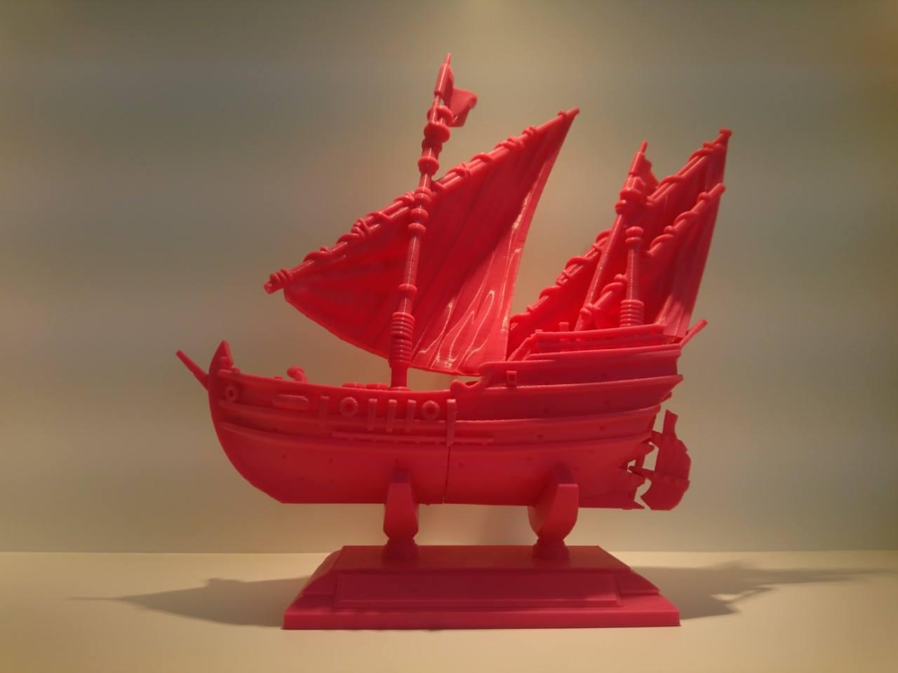 Máy in 3D nhập khẩu giá rẻ  Einstart-C được sản xuất tại Shining 3D - Hàng Châu, Trung Quốc.