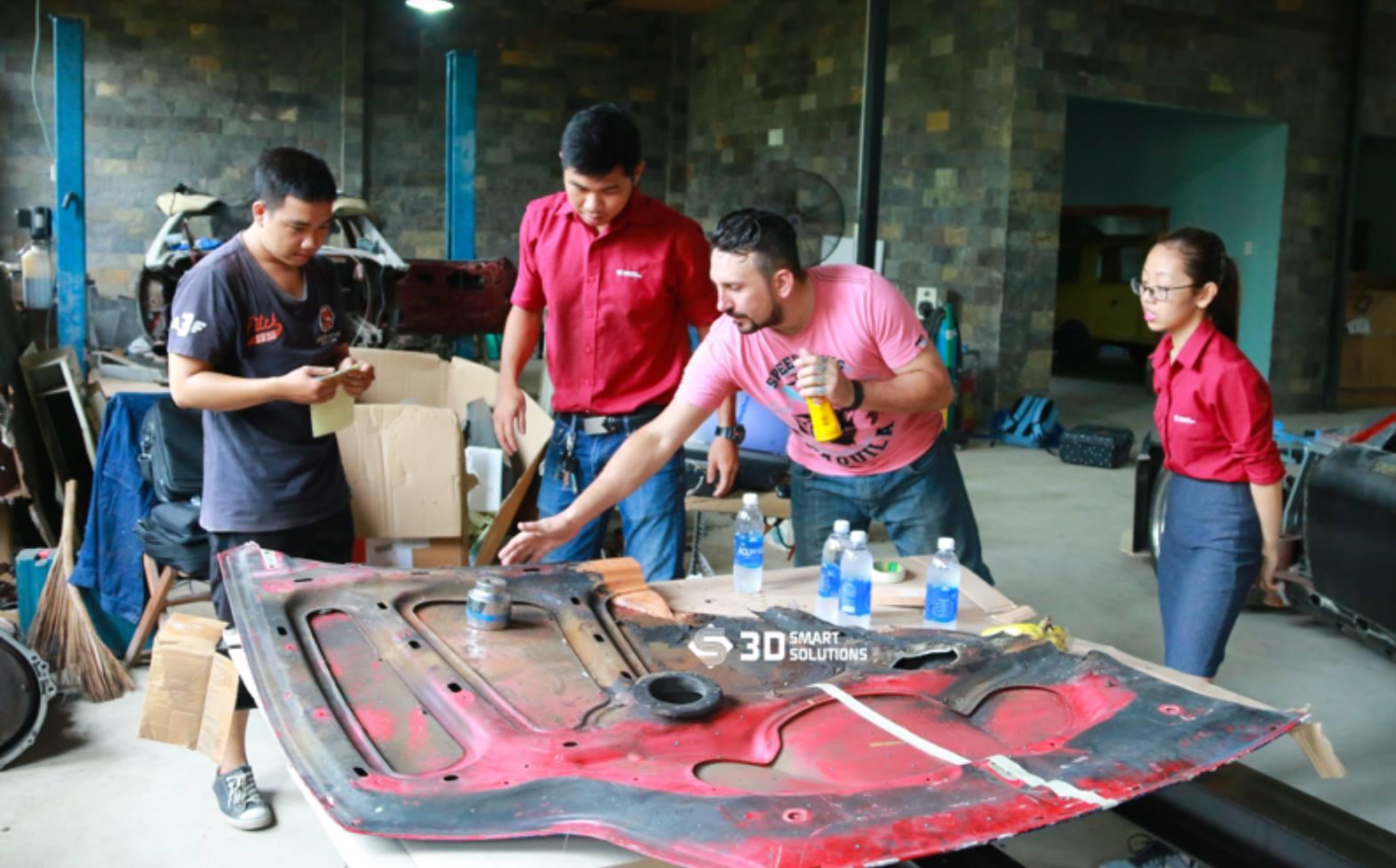 Dự án quét xe ô tô Ferrari cũ nhằm phục chế biên dạng và chế (độ) bộ cánh mới cho xe ô tô Ferrari cũ. Dự án quét này sử dụng thiết bị máy quét 3D Einscan...